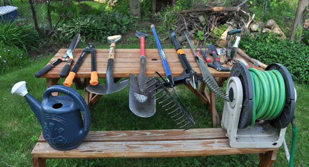 12 Herramientas de Jardinería Esenciales para principiantes